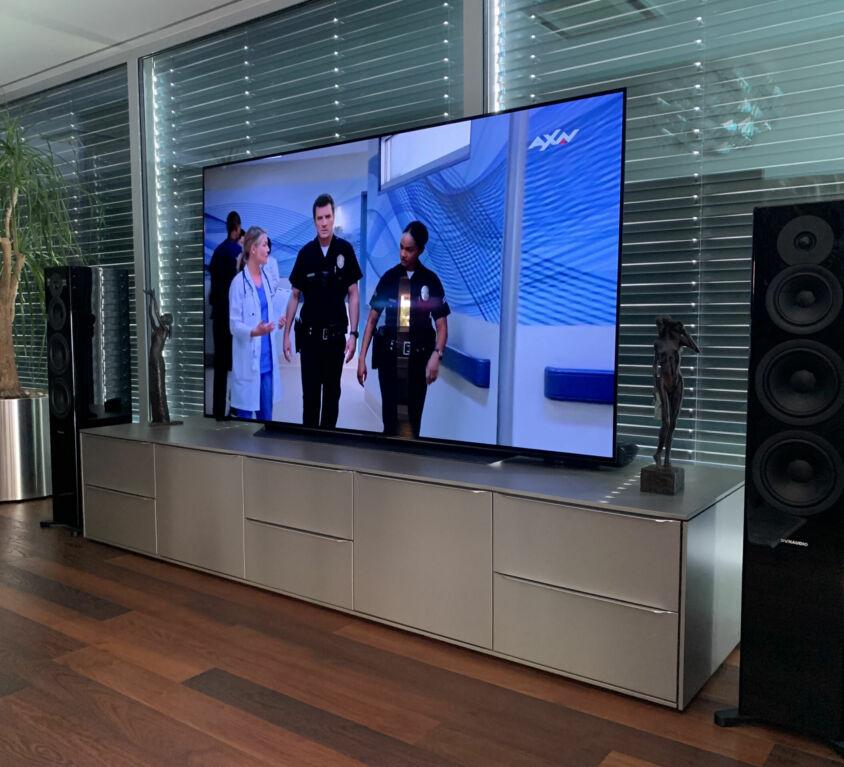 LG OLED 77″ + reproduktory Dynaudio